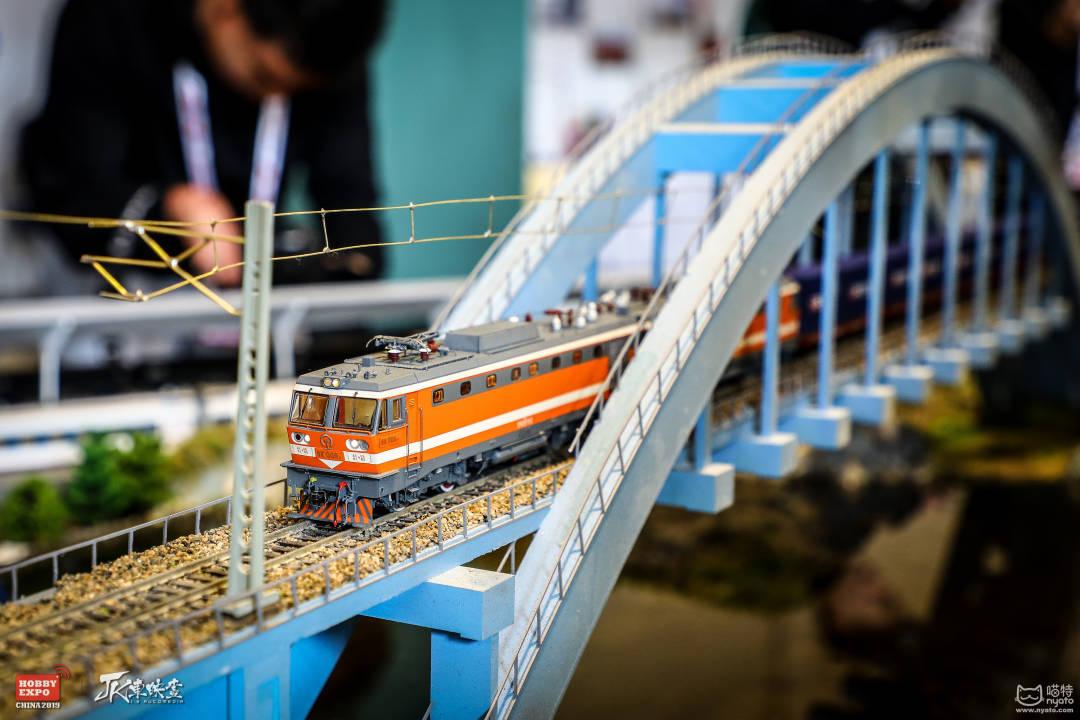 5、火车.jpg